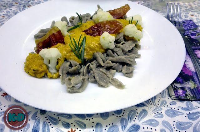 Domowy makaron / sos dyniowy,/ szynka parmeńska / pasta / pumpkin / homemade / prosciutto