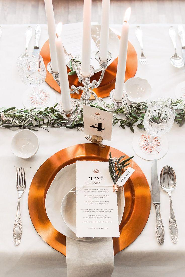 Eine wunderschöne Tischdekoration zur Hochzeit mit Kupfer als Farbtupfer.  Foto: Doris Himmelbauer, Oh. What a Day – Wedding Photography