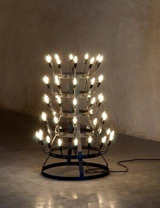 Stefan Nikolaev - Candélabre, 2010  Painted aluminum, light bulbs, Diam. 70 cm, ht. 120 cm, edition of 12 + 1 AP