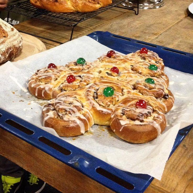 """Dit is hem dan: """"Het lekkerste Kerstbrood van Nederland""""!! Voor degene die zich nu enigszins verbaasdafvragen of ik zelfin alle onbescheidenheid deze titel aan mijn brood heb toebedeeld, is het m..."""