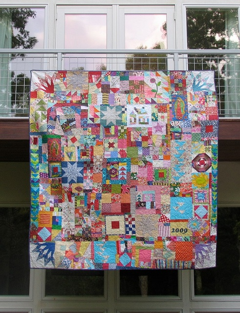 This quilt is beautiful. I want it!