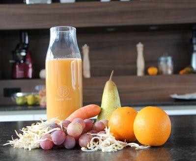 Entsafter-Rezept: Fit in den Herbst: 200g Birnen 500g Möhren 300g Orangen 500g Weintrauben 100g Mungobohnensprossen