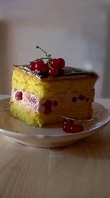 Szülinapi torta glutén és tejmentesen.   Hozzávalók a piskótához:    3 közepes…