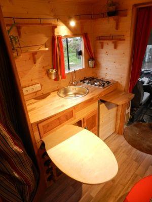 fourgon amenage bois. Black Bedroom Furniture Sets. Home Design Ideas