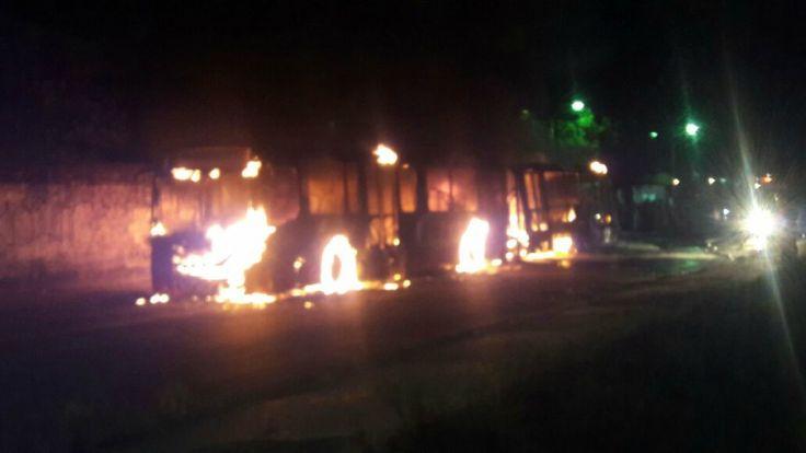 Ônibus são destruídos em Manaus