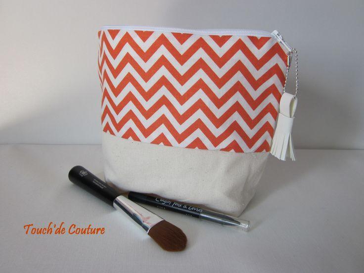 Trousse Lana - trousse maquillage triangulaire en coton orange et beige : Trousses par touch-de-couture