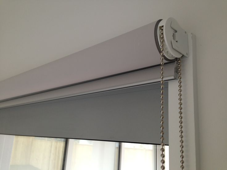 ...showing an 'outside mounted' rollerblind – the shallow reveal meant we had to 'outside fit' instead of the usual and preferably 'inside fit'. It's also 'back rolled' so the fabric is closer to the window thus reducing light gaps and increasing your privacy. Metal control chains. White brackets. Flat bottom rail with fabric insert. This is our 'Homebrand' level of componentry and blind production – blindsonline.net.nz