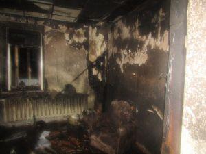 вероятная причина вчерашнего пожара в Витебске – неосторожность при курении  Вчера вечером случился пожар в доме №6 по улице 5-я Кооперативная в городе Витебске. Как сообщает пресс-служба МЧС, по прибытии на место пожарные обнаружили сильное задымление в трехко