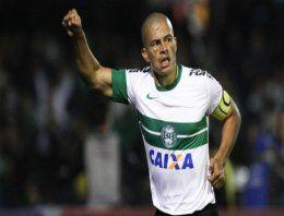 Fenerbahçe'nin efsana oyuncularından Alex de Souza'nın, futbol hayatına Amerika'da devam edeceği iddia edildi