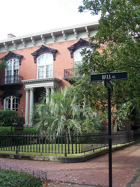 "house in Savannah, Georgia featured in the movie ""Midnight in the Garden of Good and Evil"""
