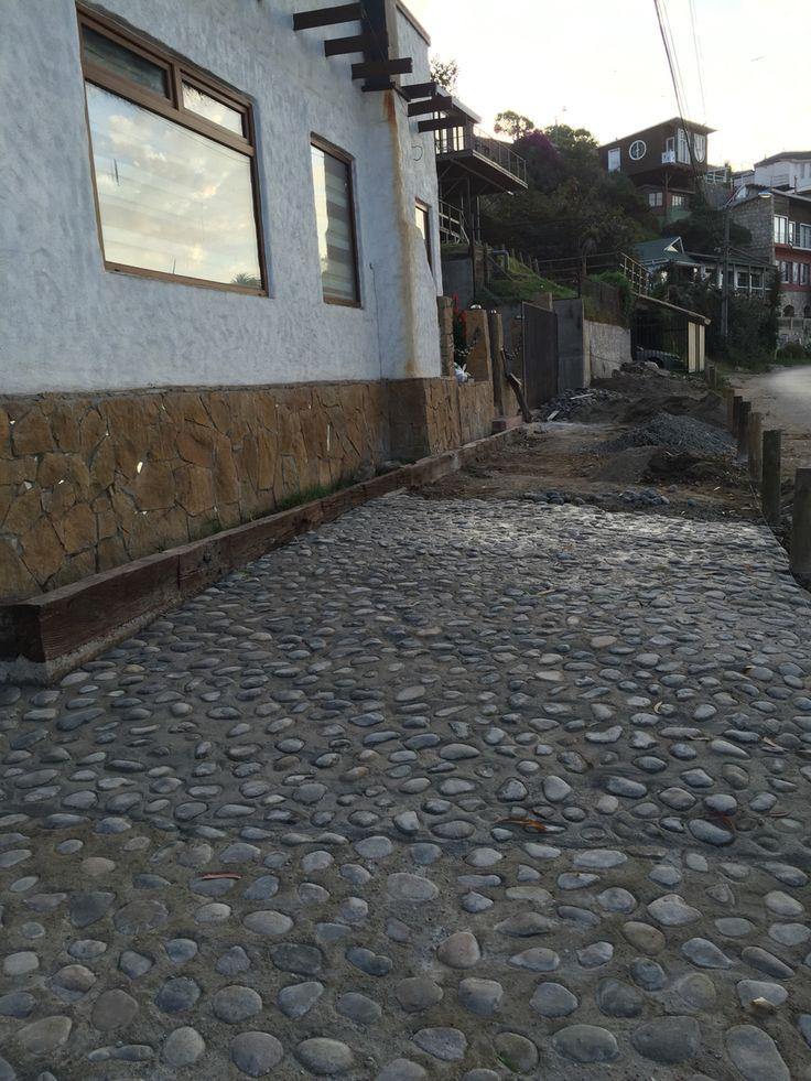 Piso de piedras cosas q hacer pinterest for Piedras para patios exteriores