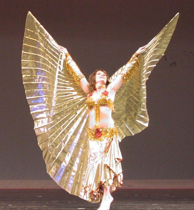 Jasmin Jahal performing with Isis wings