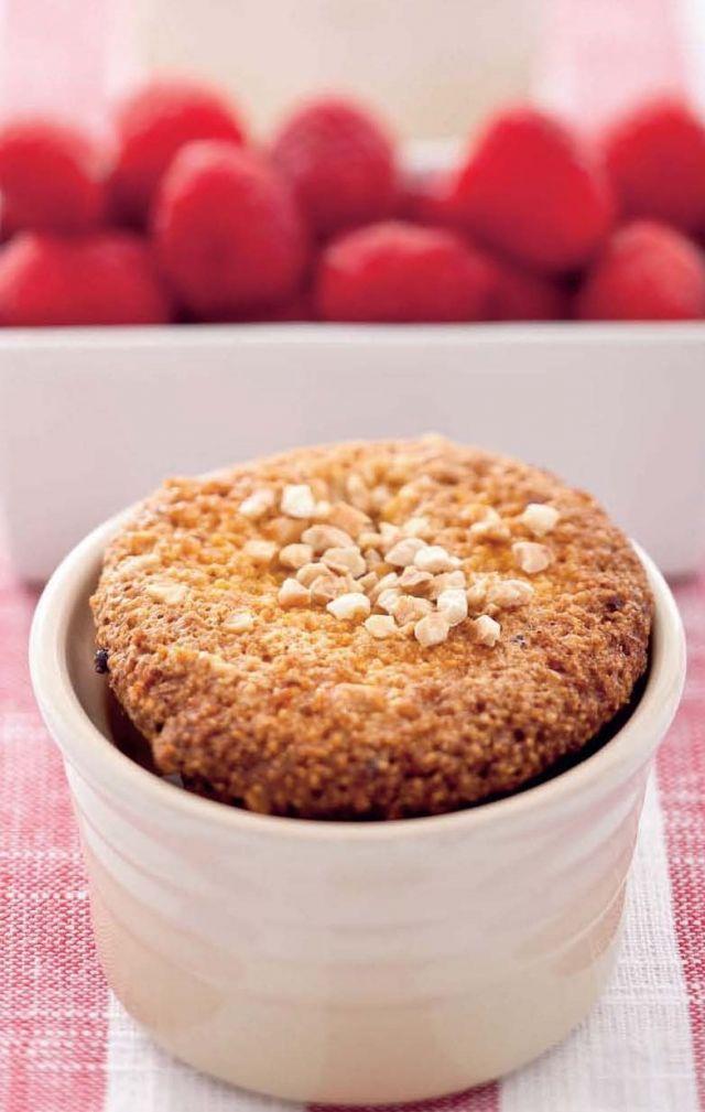 Muffin di mais e lamponi. Ricetta di Barbara Toselli, Foto di Laila Pozzo. Tratta dalla rivista Cucina Naturale.