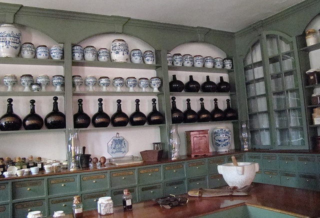 Colonial Williamsburg apothecary
