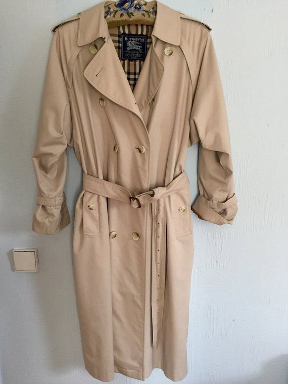 Vintage ladies Burberry trench coat with belt, light beige