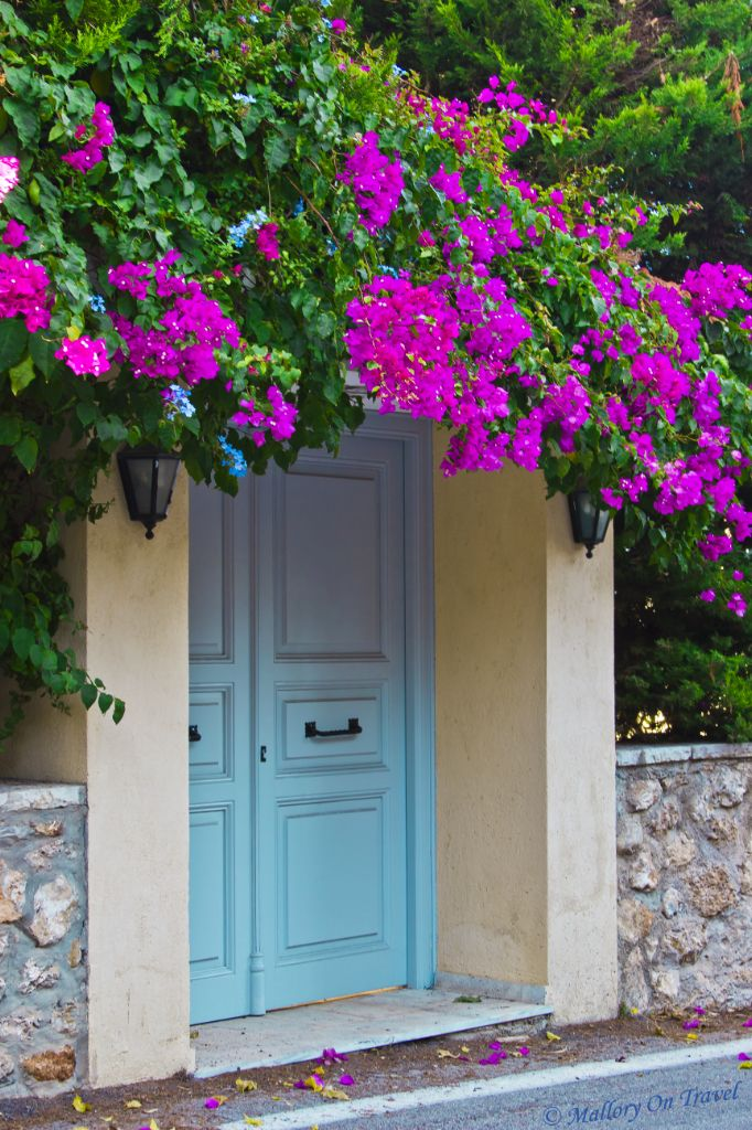 "A "" Welcome Home "" door in Spetses Island , Greece"