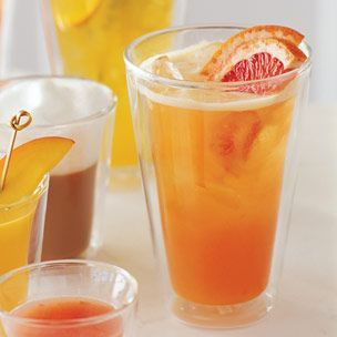 #williamssonoma #cocktails #brunch Ingredients:  Ice cubes as needed  1 fl. oz. vodka  2 fl. oz. fresh pineapple juice  1 1/2 fl. oz. fresh pink grapefruit juice  2 half-moon grapefruit slices  Directions:  Fill a rocks glass or large tumbler with ice cubes up to the rim. Add the vodka, pineapple juice and grapefruit juice and stir to combine. Garnish with the grapefruit slices. Serves 1.