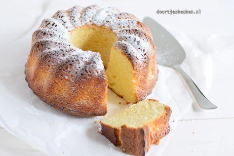 Wat is deze yoghurt-citroencake lekker zeg! Ontzettend fijn van smaak en een enorm zachte textuur. Een lekkere frisse tulband dus!