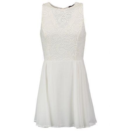 De witte jurk zit deels verscholen onder de witte broek. De jurk zal volledig tevoorschijn komen als de actrice de broek van haar lichaam scheurt. De jurk stelt opnieuw de goede situatie voor en een nieuw begin.