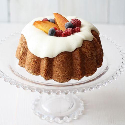 Lemon pound cakeWith Fruit, Poundcake, Cake, Lemon Cake, Lemon Bundt Cake Recipe, Summer Fruit, Buntings Cake, Frutas De, Lemon Pound Cakes