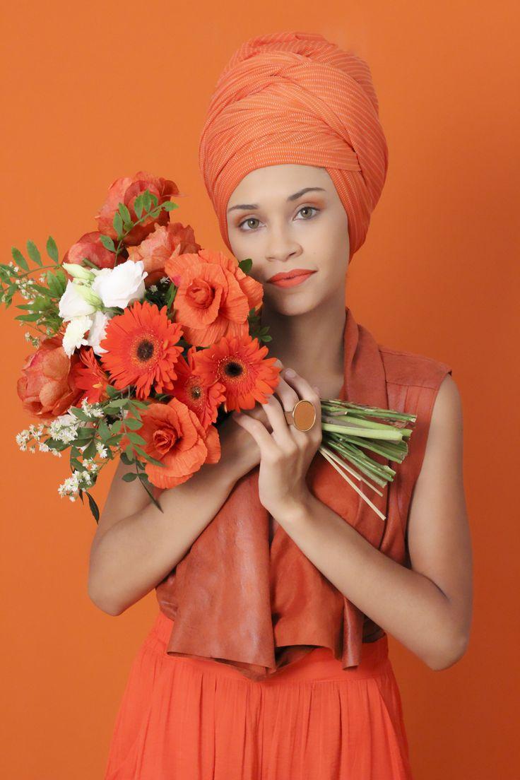 Editorial Beleza Pura  Homenagem ao dia internacional da mulher  #belezapura #fashion #trend #flowers #orange #blackgirl #brazil #orangefashion #orangeflowers #culturaafro #blackpower #turbante #minimalista #acessóriosfemininos #acessórios #acessories #lookdodia