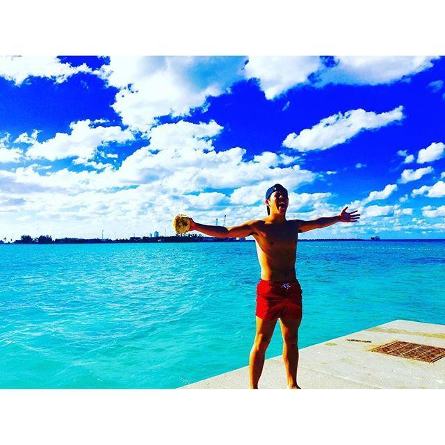 【ryuya_mr7】さんのInstagramをピンしています。 《. バハマ最高ーーー!!! 世界最高峰に綺麗と言われるbeachにきてます!そうです!ナッソー👍 ・ ・ 超あたたかくて人も優しくてこの小さな島が大好きになった!! やっぱり俺は南がだいだい大好きだぁああ ・ ・ #地球一周#16ヶ国目#ハバナ#ナッソー#🇧🇸#世界最高峰の#beach#ビーチ#ヤシの実#海#next#キューバ#ハバナ#🇨🇺》