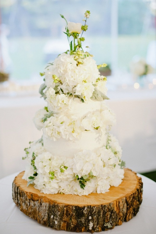 White Floral Wedding Cake: Wooden Cakes Stands, Trees Stands, Floral Design, Wood Blocks, Flowers Cakes, Cakes Flowers, Cakes Wedding, Rustic Wedding Cakes, Grooms Cakes