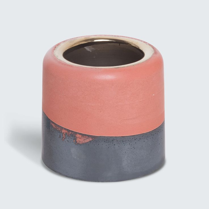 This vessel features organic layering and colouring that has been inspired by Australian landscapes. Each piece is polished with natural oils, sealing the cement with a satin finish. This process celebrates imperfections and ensures that each piece is unique.
