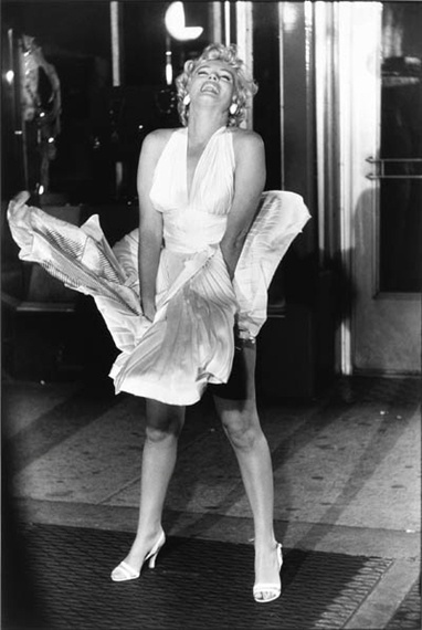 """Garry Winogrand, Marilyn Monroe on the set of """"The Seven Year Itch"""" (1955)"""