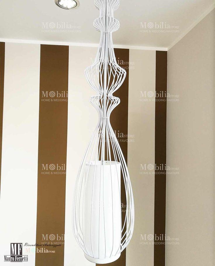 Lampadario Design Sospensione con struttura in metallo bianco e paralume in tessuto. Scopri le eccezionali ed esclusive promozioni Mobilia Store