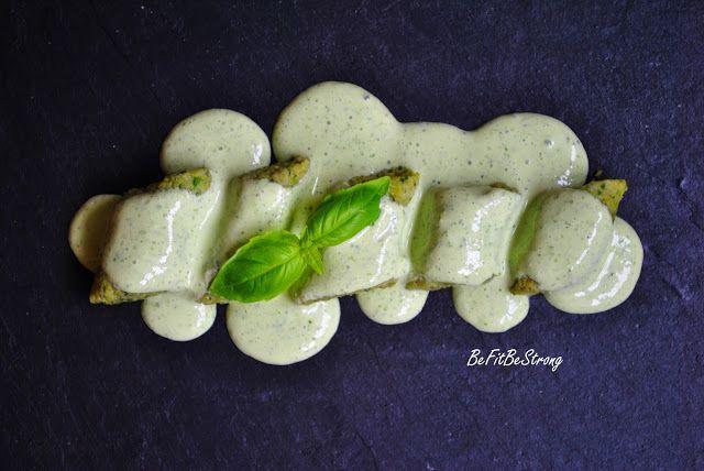 Bezglutenowe kopytka z bobu, koperku i szczypiorku z sosem jogurtowo-bazyliowym