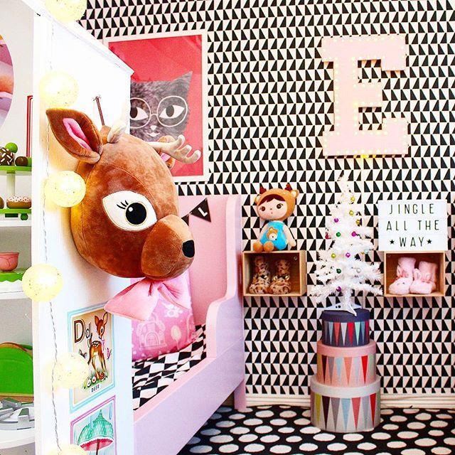 Jag önskar er alla en riktigt fortsatt mysig kväll och söta drömmar  Sweet dreams! #barnrum #lekrum #kidsroom #playroom #barnerom #diy #barnrumsinspo #kidsinterior #kidsdeco #myhomebarnrum #kidsperation #finabarnsaker #färgglatt #colourkick #kidsdeco #kidsplay #kinderkamerstyling #familylivingfint #styleroom #hmhome #marqueelight #jtsbutiken #alittlelovelylightbox #ikea #bråkig #alittlelovelycompany