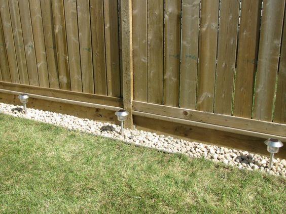 Kelly loves stuff: Rock border along the fence