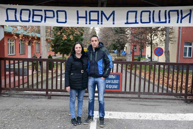 Брат и сестра заједно служе војни рок - http://www.vaseljenska.com/wp-content/uploads/2016/12/Vojnici-Nevena-i-Ivan-Grujic.jpg  - http://www.vaseljenska.com/vesti/brat-sestra-zajedno-sluze-vojni-rok/