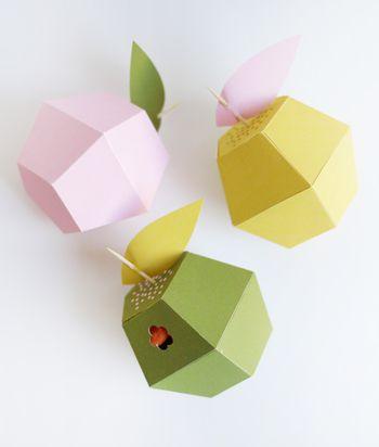 こちらは、かわいいリンゴ型のギフトボックス。飴をいれたりプチギフトに渡したらとても喜んでもらえそうです。小物入れにもぴったりですね。