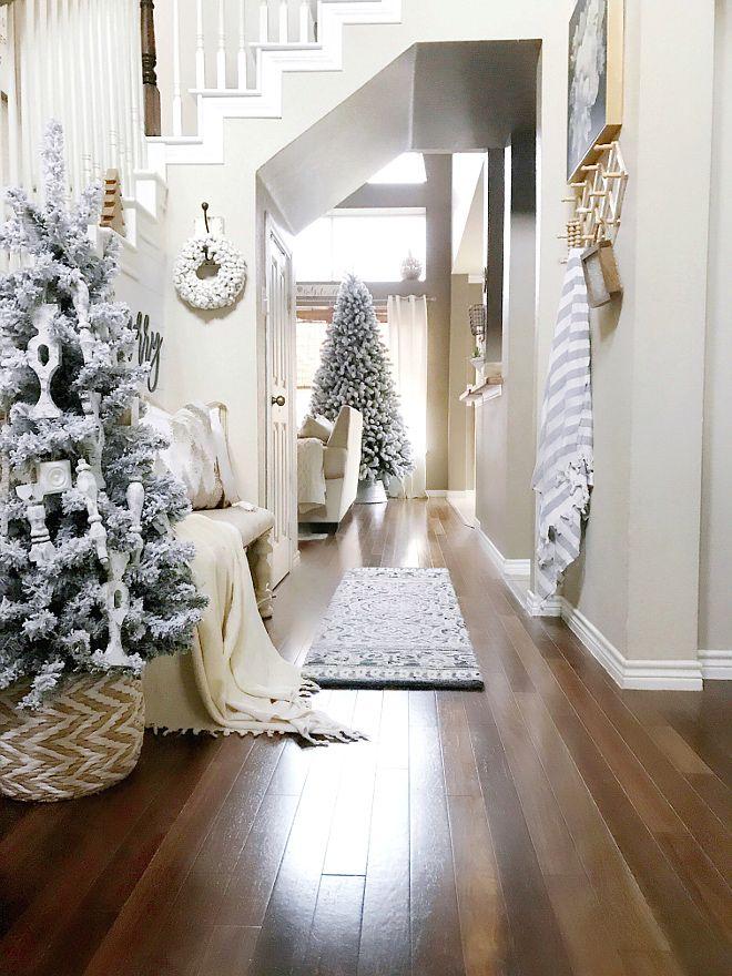 Christmas Foyer - more on Home Bunch blog