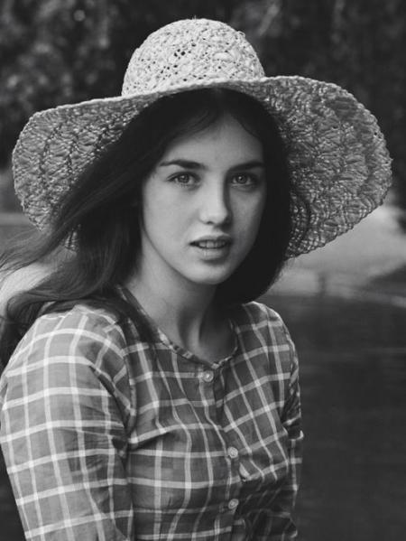"""Isabelle Adjani in """"Faustine et le bel été"""" (1972); regia: Nina Companeez"""