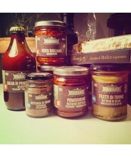 Sauces & Condiments Season your pasta with our delicious sauces and condiments  #sauces #condiments #pesto #pistachio #fish #tuna #tomate #bottarga #sicilianpesto #food #sicilianfood #cuisinesicilienne #sicilianproducts