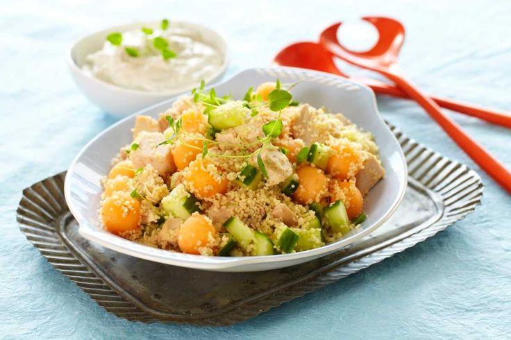 Mild couscous med kylling, melon og en saus smakt til med ingefær og rosmarin er…