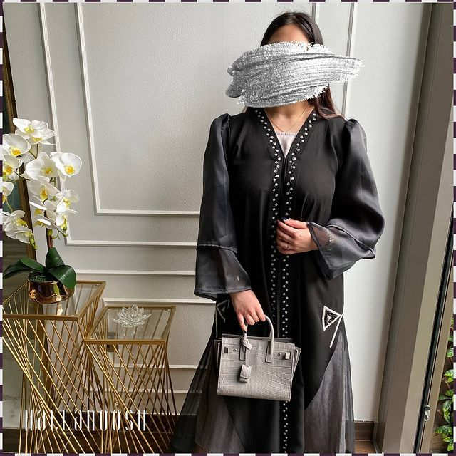 Hallahnoosh Abayas In 2021 Abaya Designs Fashion Abaya