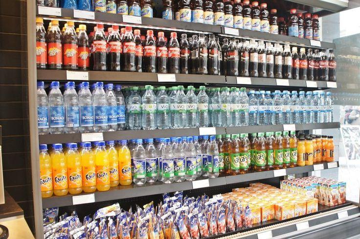 Polski rynek napojów bezalkoholowych jest wart 21,7 mld zł -   W 2015 roku polscy konsumenci nabyli napoje bezalkoholowe o łącznej wartości 21,7 mld zł. Najwięcej przeznaczyli na napoje gazowane (8,3 mld zł) oraz soki, nektary i napoje owocowe (5,9 mld zł). Dynamicznie rośnie też sprzedaż wody butelkowanej – w ostatnich 5 latach wzrosła o 14% i w 2015 roku ... http://ceo.com.pl/polski-rynek-napojow-bezalkoholowych-jest-wart-217-mld-zl-23316