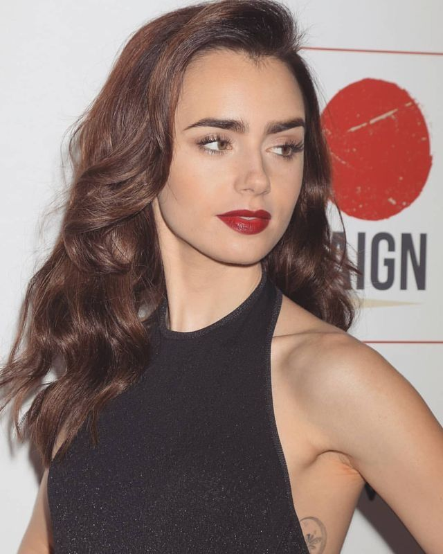 Pin By For You On Lily Collins Zachiska
