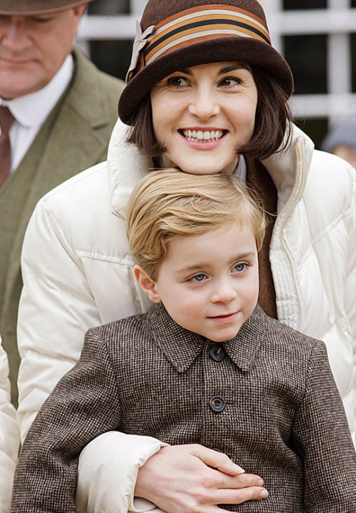 Downton Abbey Behind the scenes ..Lady Mary with her son George. Downton Abbey behind the scenes 6x02..