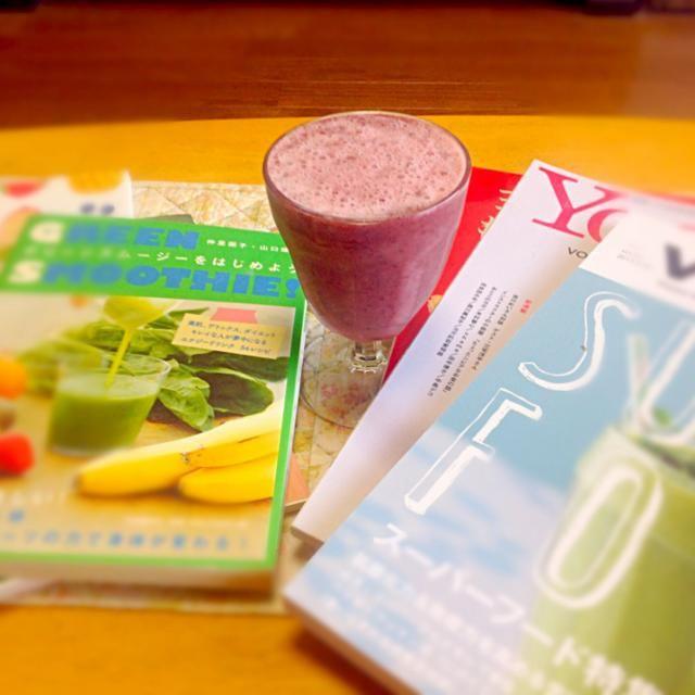 お友達にもらったパイナップル酵素ジュース!入れた途端にシュワシュワスムージーになってびっくり!発酵ってすごい! - 9件のもぐもぐ - RAWスムージー トマトとブルーベリーとパイナップル酵素ジュース by Asako  Yoshitake
