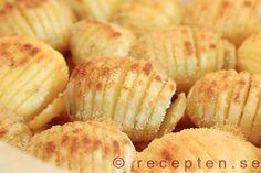 Hasselbackspotatis - Ett klassiskt recept på hasselbackspotatis. Mycket gott! Bilder steg för steg.