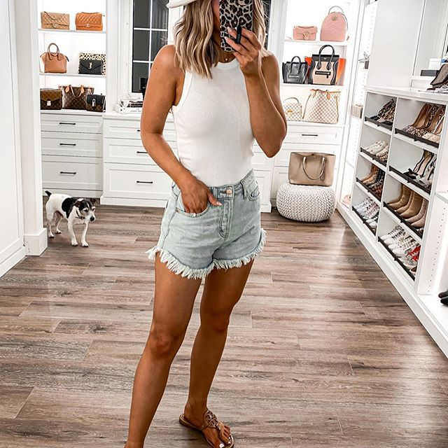 High Waisted Jean Shorts Ripped Jean Shorts Outfit Summer Distressed Denim Shorts Denimshort In 2020 Jean Short Outfits Ripped Jean Shorts Outfit Ripped Shorts Outfit