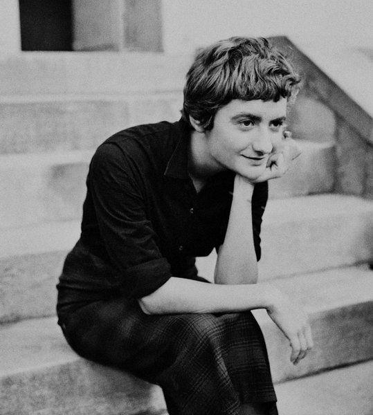 """Françoise Sagan """"Certaines phrases dégagent pour moi un climat intellectuel, subtil, qui me subjugue, même si je ne les pénètre pas absolument. Celle-là me donna envie de posséder un petit carnet et un crayon."""""""