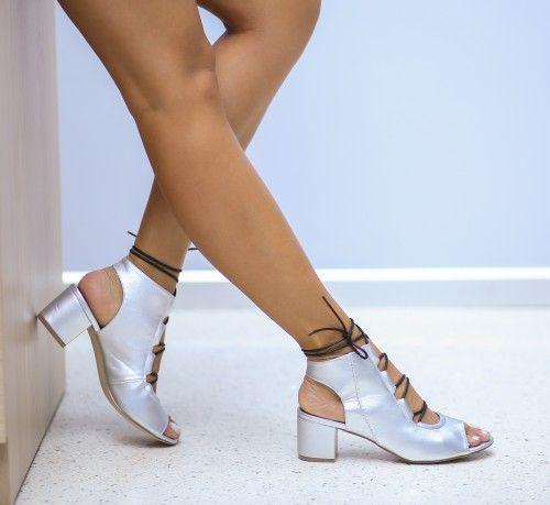 Sandale Gregor Argintii la pretul de 109.00 Lei din categoria Sandale cu toc. <br>Culoare:  Argintiu<br>Dimensiune toc:  6<br>Material:  Piele eco