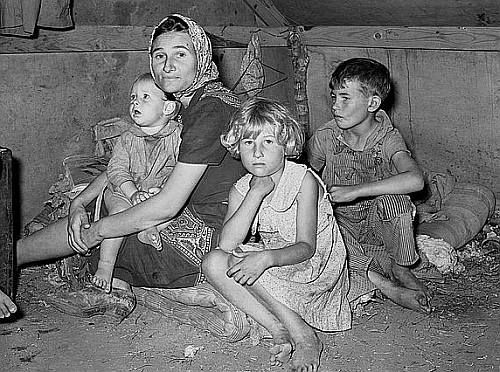 Great Depression: White migrant mother with Children. Weslaco Texas. Photo by Russell Lee. Courtesy Library of Congress, Prints & Photographs Division, FSA-OWI Collection LC-USF34- 032086-D