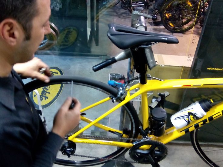#taller #mecánica #bicicletas #workshop #wrenchers #bicycles mantenimiento unidad #YellowTeam